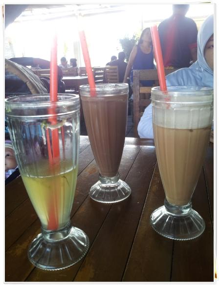 jeruk manis hangat (kiri) es milo (tengah) es teh tarik (kanan)